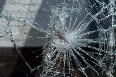 Машину с журналистами «СТС-Кузбасс» обстреляли в Новокузнецке