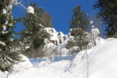 В Кузбассе спустили снежные лавины с помощью 100 кг взрывчатки