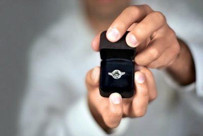 Китаец вместо квартиры подарил своей будущей жене 33-тонный камень