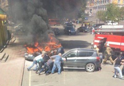 В центре Прокопьевска на парковке сгорел автомобиль
