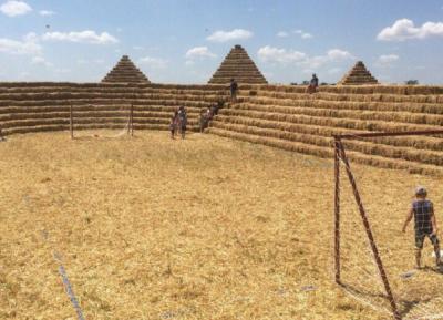 В Ставропольском крае за 5 дней построили «Зенит-Арену» из соломы