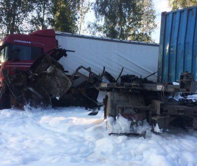 На трассе «Кемерово – Новосибирск» после ДТП сгорела фура и образовалась большая пробка