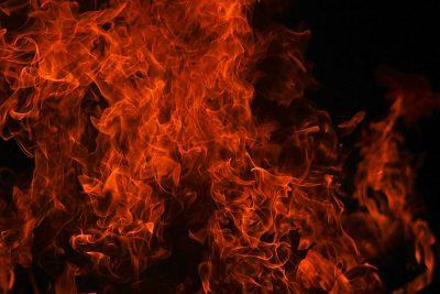 Видео: на кузбасской трассе сгорел тягач