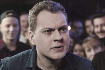 Вступившийся за блогеров NEMAGIA Хованский удалил ролики о Тинькове после выбитой двери