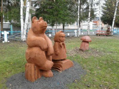 Скульптура героев мультфильма «Маша и Медведь» появилась в Таштаголе