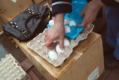 В сентябре в Кузбассе больше всего подорожали яйца, плавленые сыры и «газировка»