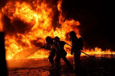 В Кемерове сотрудники МЧС спасли при пожаре 6 человек
