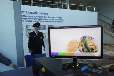 Москвич не смог улететь из аэропорта Кемерова из-за неадекватного поведения