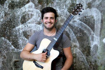 В Кемерове выступит итальянский гитарист-виртуоз Лука Стриканьоли