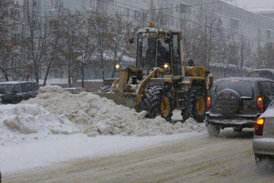 Коммунальщики за сутки вывезли с улиц и дворов Кузбасса почти 13 000 кубометров снега