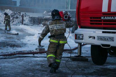 В Берёзовском горел частный микроавтобус Toyota