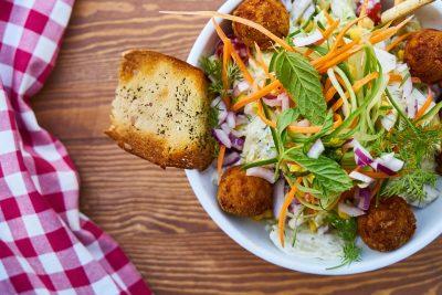 Эксперты сравнили эффективность безуглеводной и безжировой диет