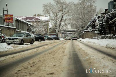 Кемеровчан предупредили о штрафах за вывоз снега не дорогу