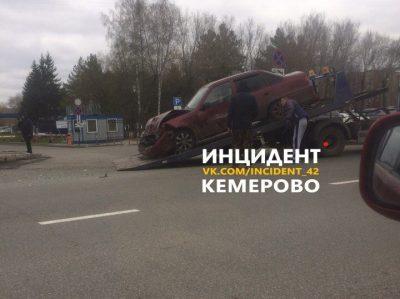 В Кемерове на Октярьском при столкновении Kia и Daewoo пострадали два человека
