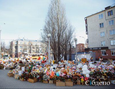 Замглавы Кемерова рассказал, что планируют сделать с игрушками с мемориала возле «Зимней вишни»