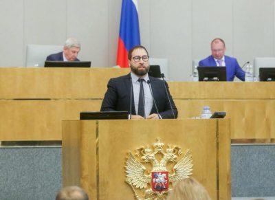 Путин подписал предложенный депутатом от Кузбасса закон об увеличении лимита рекламы на ТВ