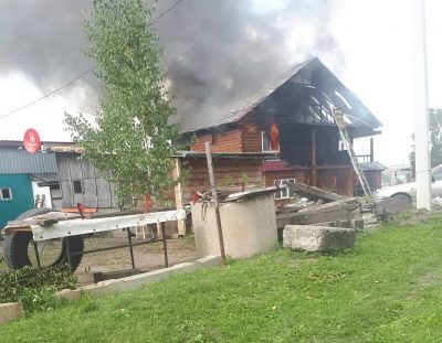 В Рудничном районе Кемерова сгорел мини-приют для животных