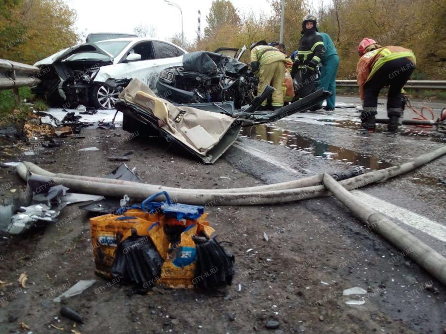 В Новокузнецке произошло серьёзное ДТП с участием маршрутки и трёх авто (видео)
