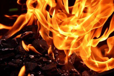 Крупный пожар в Кемерове сняли на видео