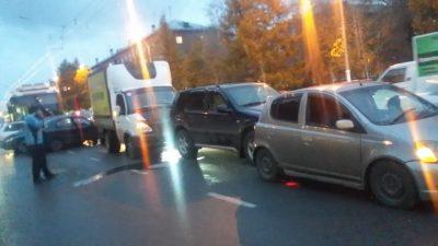 Названа ещё версия ДТП, в котором троллейбус «насобирал» 7 авто в Кемерове