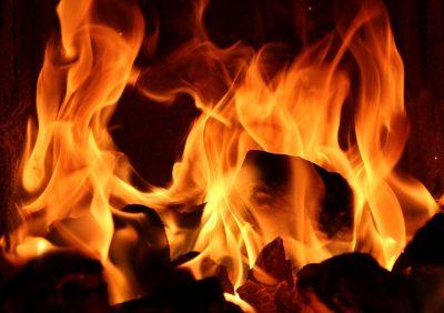 Видео: в новокузнецком ТЦ произошёл пожар, эвакуированы более 100 человек
