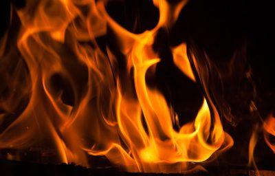 Шесть кемеровчан едва не погибли в доме, который подожгли неизвестные
