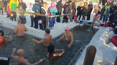 Кемеровские моржи открыли сезон зимнего плавания