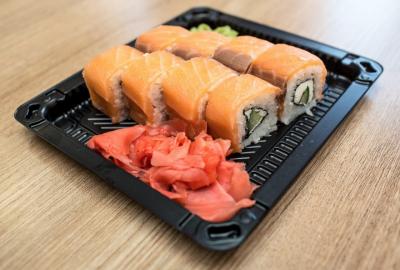 И снова тараканы: в Кемерове закрыли известную службу доставки суши