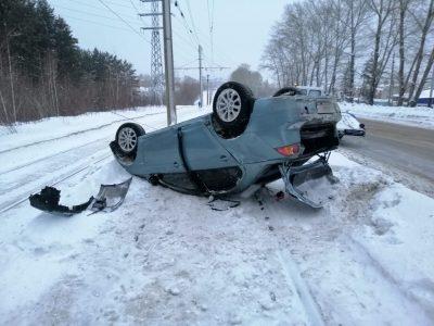 Хотел покататься: кузбассовец угнал машину друга и перевернулся на ней