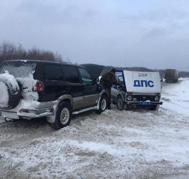 Три человека чуть не замёрзли в заглохшем авто на трассе под Кемеровом