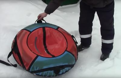 Видео: кузбассовцы рисковали жизнью ребёнка ради развлечения