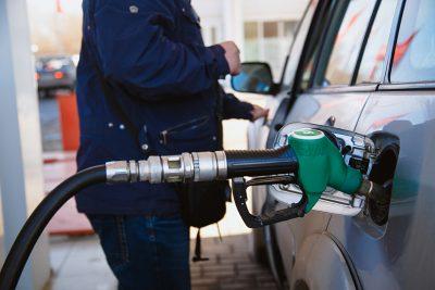 Росстат: в Кемерове упали цены на бензин