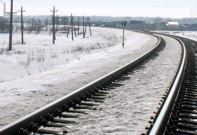 В Кузбассе товарный поезд сбил женщину