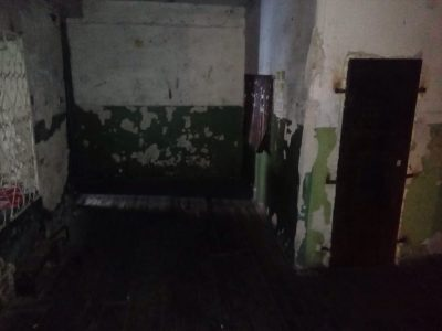 Страх и ужас: жители кузбасской многоэтажки живут в аварийном доме