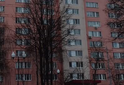 В кузбасском городе к девятиэтажке срочно примчались экстренные службы