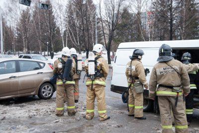 В Кемерове к многоэтажке примчались экстренные службы