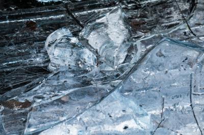 Глыба льда тяжело травмировала ребёнка в Кемерове: началась проверка в УК