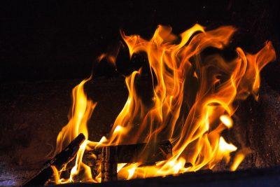 Более 20 спасателей тушили серьёзный пожар в Кемерове