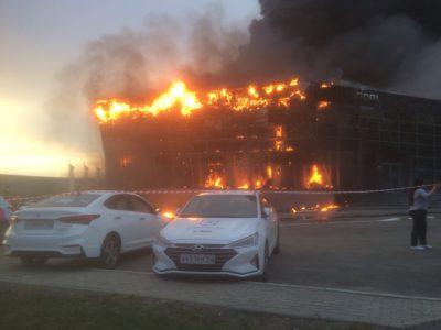 Крупный пожар в кемеровском автосалоне мог произойти из-за рекламы