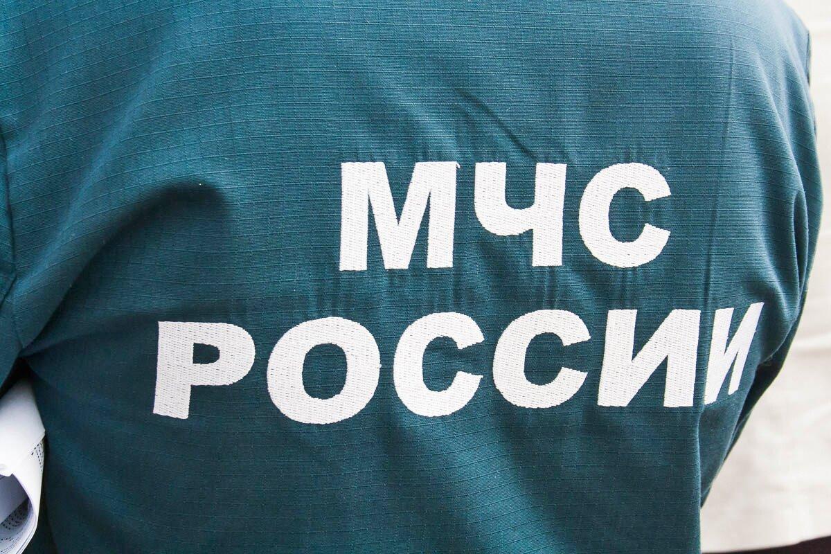 В Кузбассе ребёнок застрял на балконе