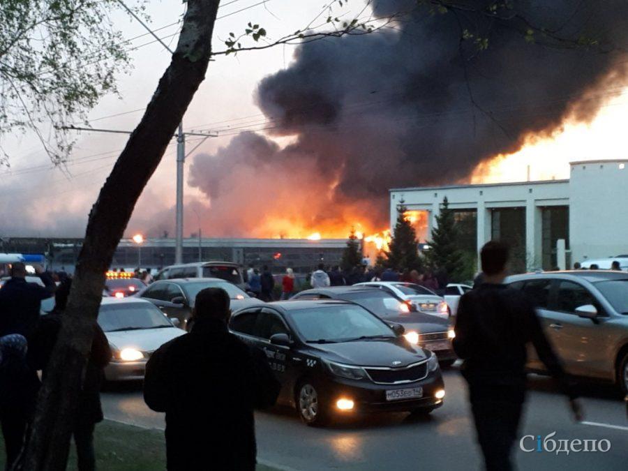Пожар в кемеровском автоцентре: пострадали три человека
