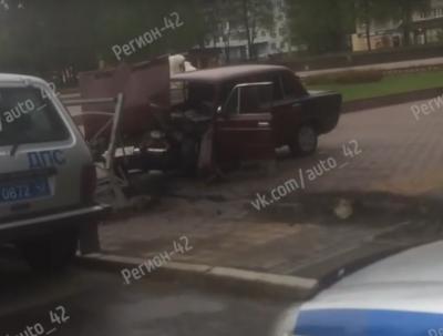Видео: пьяный кемеровчанин на большой скорости врезался в забор