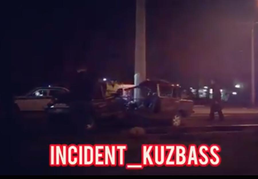 Страшное смертельное ДТП в Кемерове: легковушку намотало на столб