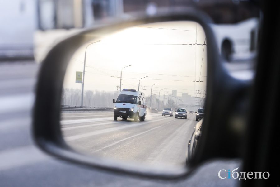 Пролетел несколько метров: видео серьёзного ДТП в Кемерове