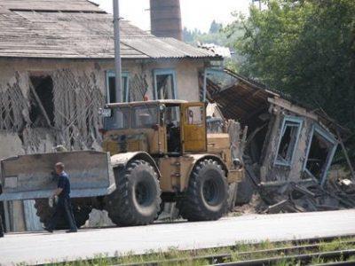В Кузбассе снесли 56 опасных заброшек