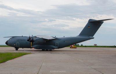 Фото: в кемеровском аэропорту приземлился самолёт НАТО