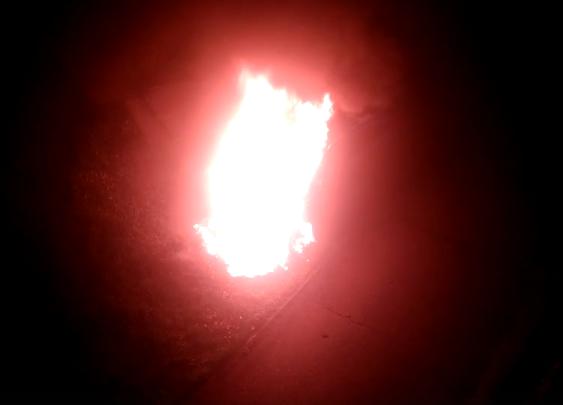 Видео: из-за чего в кузбасском городе сгорела дорогостоящая машина?