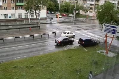 Иду на таран: видео момента серьёзного ДТП в Кемерове
