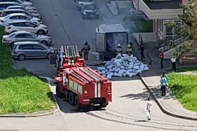 В Кемерове загорелась машина с углём