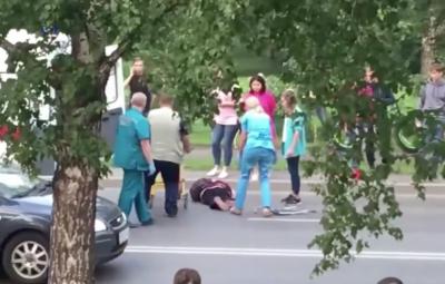 Видео жёсткого ДТП: легковушка сбила женщину в Кемерове